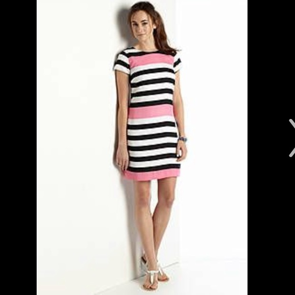 8ee219abcebd crown & ivy Dresses & Skirts - Crown & Ivy Cap Sleeve Striped Shift Dress